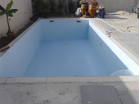 Revêtement polyester piscine bleu