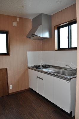 2階でちょっとしたお茶を飲んだり洗い物をするためのコンパクトキッチン