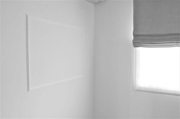 ダイニングの壁の一部にはマグネットクロスを貼り、家族の掲示板に。