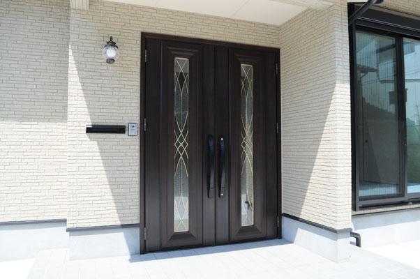 大きな玄関ドア