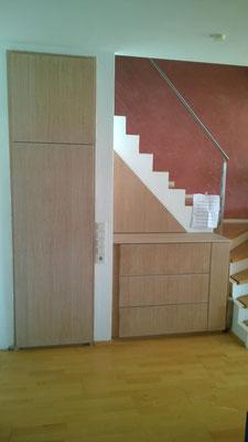 Einbau unter Treppe: Schrank und Kommode