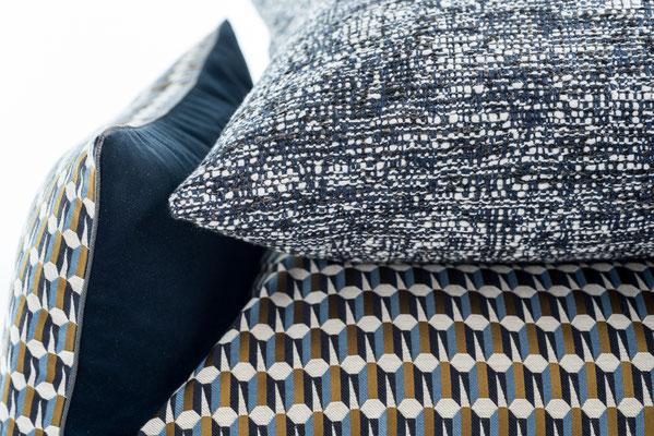 Verschenken Sie doch einfach mal ein Kissen mit einem traditionellen Manufakturstoff.