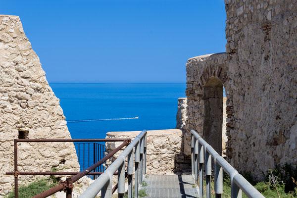 Cinta muraria della chiesa di Santa Maria a San Nicola - Isole Tremiti - (2016)