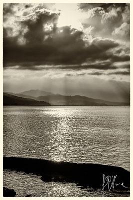 ...Il ritmo gentile delle onde ci regala un velo dipinto con armoniose pieghe...