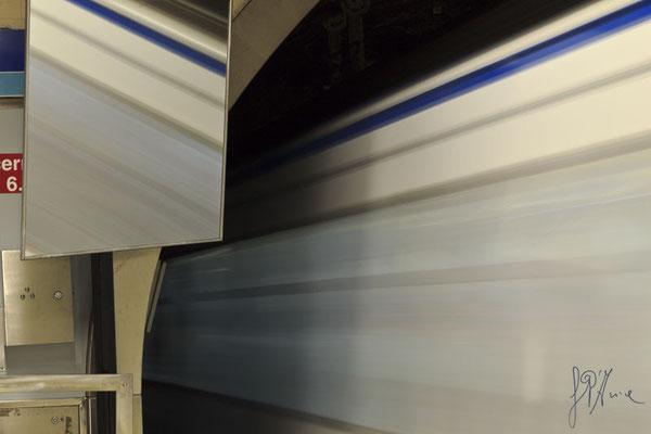 Un treno fantasma allo specchio