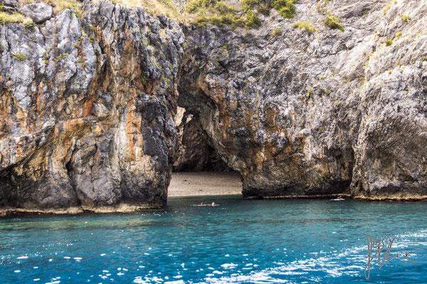 Roccia e sabbia - Calabria  - (2015)