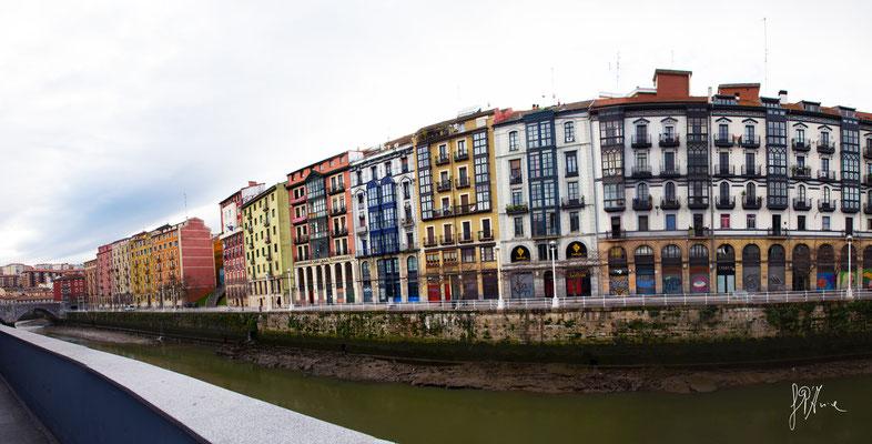 Bilbao - Lungofiume dal mercato de La Ribera - (2016)
