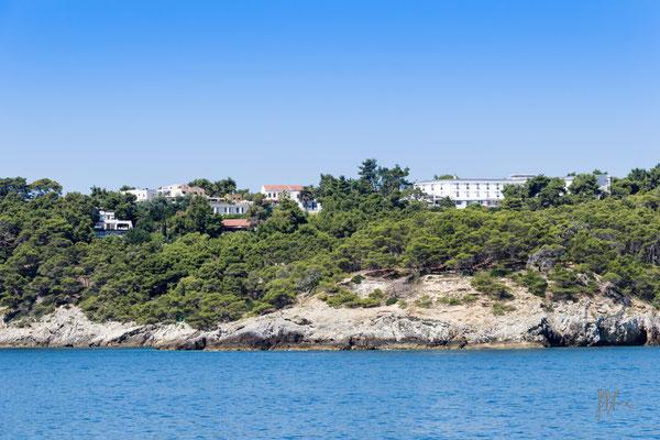 Isola San Domino (a sinistra, la villa che fu di Lucio Dalla) - Isole Tremiti - (2016)