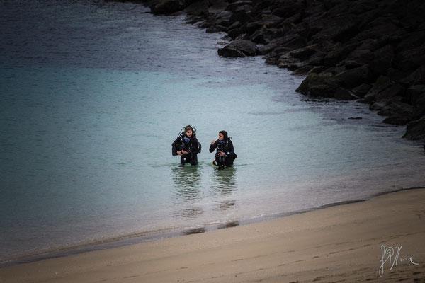 Sott'acqua non si può chiacchierare. Bisogna recuperare... - (Lanzarote 2017)