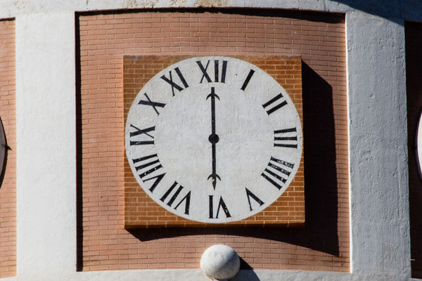 L'orologio falso con l'ora dell'orologio vero - (Aranjuez 2015)