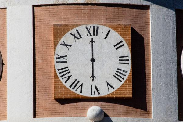 L'orologio falso con l'ora dell'orologio vero - Aranjuez  - (2015)