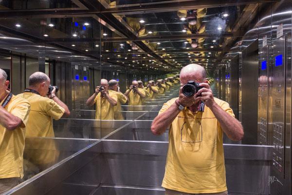 La camera della clonazione - Valencia - (2019)