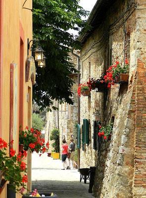 小さな村モンテリッジョーニ