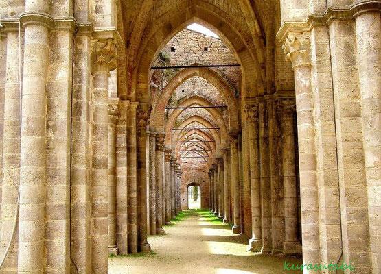 大聖堂内陣 トスカーナ修道院めぐり サンガルガーノ