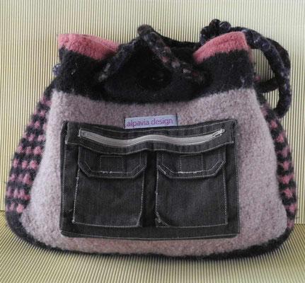 Filztasche mit aufgenähten Stofftaschen von alpavia-design online bestellen