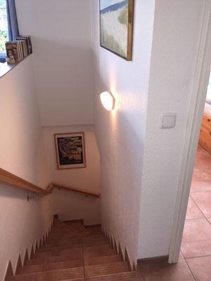 Treppe zu Schlafzimmer und Bad im Souterrain