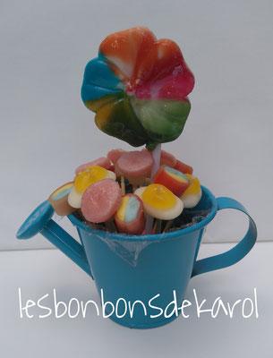 arrosoir sucette fleur 3,50 € (env. 65 gr - 19 bonbons + 1 sucette - ht 13 cm)