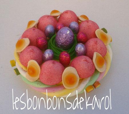 nid de pâques rose 15 € (env. 280 gr bonbons et chocolat - diam 20 ht 10 cm)