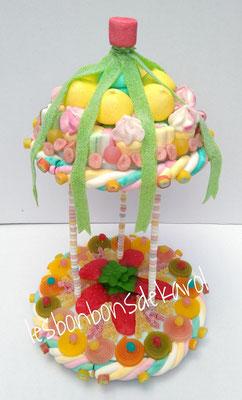 carrousel - 35 € (env. 1065 gr et 164 bonbons + 2 tresses 1/4 - diam 25 ht 40 cm)