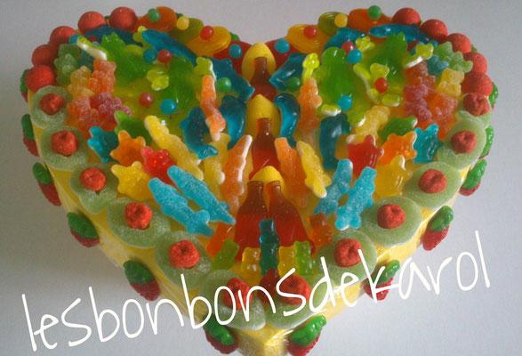 coeur color 35 € (env. 1050 gr et 175 bonbons - 38x33 cm)