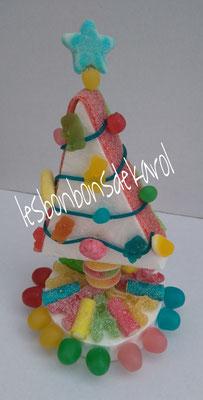sapin multicolor - 8 € (env. 183 gr et 45 bonbons - diam 14 et ht 23 cm)