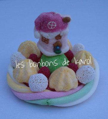 la petite maison du père noël 6 € (env. 136 gr et 16 bonbons + 1 maison + 1/2 tresse guimauve - diam. 9,5 cm)