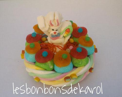 gâteau de pâques lapin blanc 18 € (env. 450 gr bonbons et chocolats - diam 20 ht 18 cm)