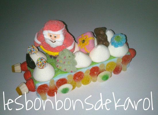 traineau cadeau ourson 17,50 € (env. 435 gr - 54 bonbons + 1 père noël + 1 ourson chocolat + 1 cadeau - ht13 larg 12 lg 27 cm)