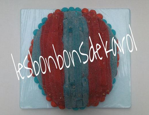 ballon barca 35 € (env. 1318 gr et 135 bonbons - 30x32 cm)