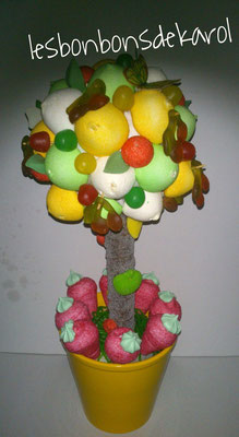 arbre 38 € (env. 600 gr et 80 bonbons - ht 45 et diam 18 cm)