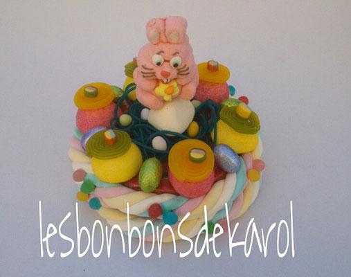 gâteau de pâques lapin rose 18 € (env. 385 gr bonbons et chocolats - diam 20 ht 18 cm)