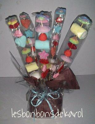 bouquet brochettes - 16 € (env. 230 gr et 48 bonbons)