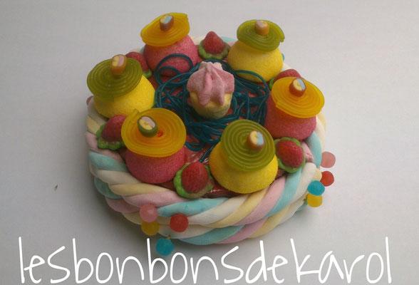 cupcake de printemps 15 € (env. 310 gr et 51 bonbons + 2 tresses - diam 20 ht 10 cm)