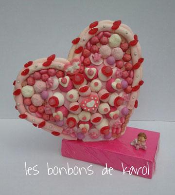 coeur baptème 65 € (env. 1105 gr et 187 bonbons + plaques de guimauve + 2 coeurs guimauve - 40x35 cm )