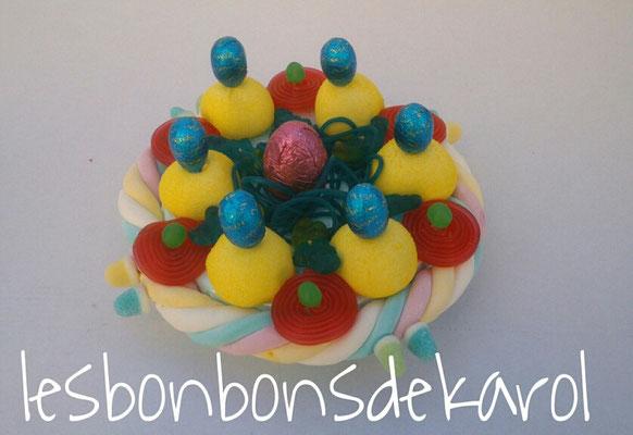 nid de pâques jaune 15 € (env. 310 gr bonbons et chocolats - diam 22 ht 10 cm)