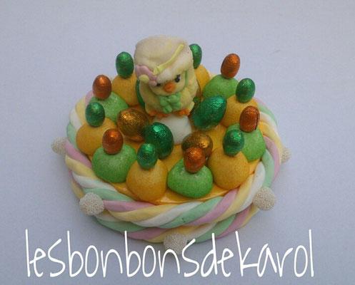 gâteau de pâques poussin 21 € (env. 570 gr bonbons et chocolat - diam 25 ht 19 cm)