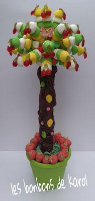 arbre géant 75 € (env. 236 bonbons - ht + 1 m)