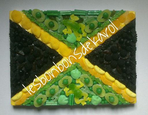 drapeau jamaïque 37 € (env. 1230 gr et 217 bonbons - plaque 40x30 cm) ou version à 30 € (moins de bonbons : pas de sous couche, même visuel)