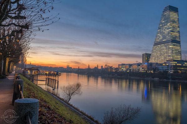 Sonnenuntergang Basel mit Rocheturm