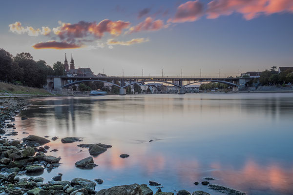 Sonnenuntergang am Rhein in Basel