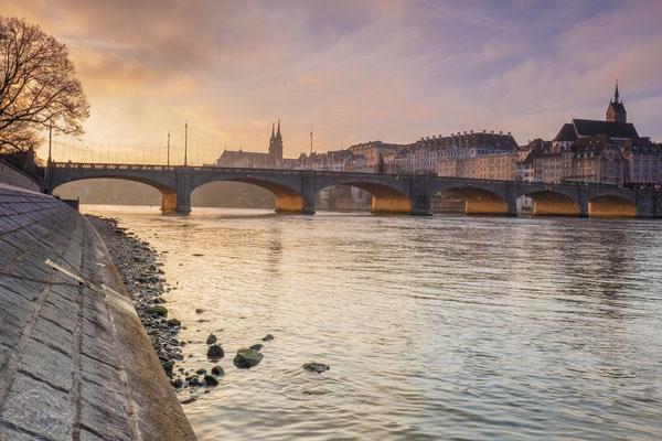 Sonnenaufgang am Rhein in Basel