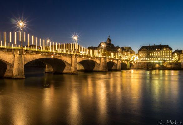 Weihnachtsbeleuchtung an der Mittleren Brücke in Basel