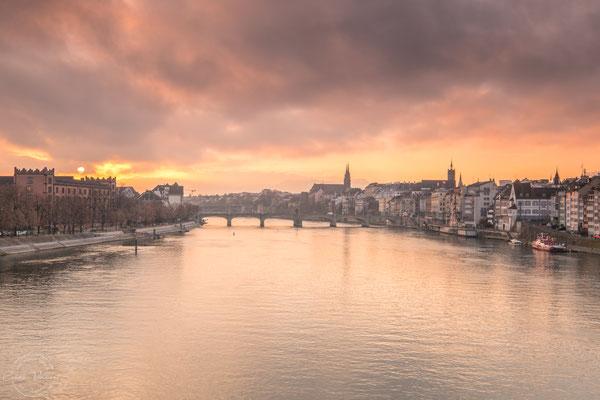 Sonnenaufgang in Basel am Rhein