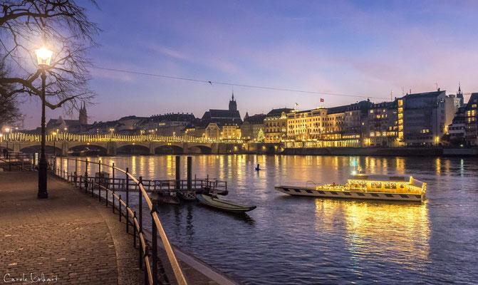 Weihnachtsfähre in Basel am Rhein