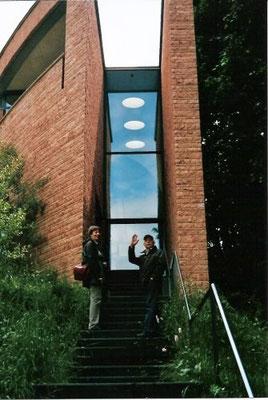 Architektur: Mario Botta; Aufgang zum Bibliotheksgebäude.