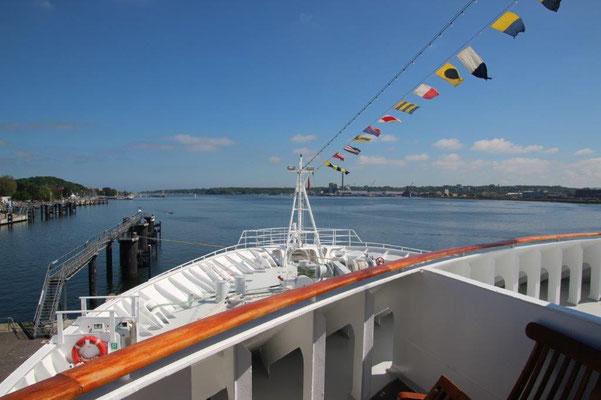 Mit MS Hamburg in die weite Welt reisen kleines Kreuzfahrtschiff...