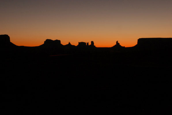 sunrise, view from gouldings lodge, monument valley; ut
