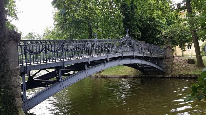Die Brücke zur Schloßinsel