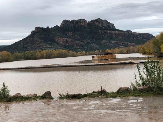 Le lac Arena le lundi 25 au matin, la décrue est déjà bien amorcèe