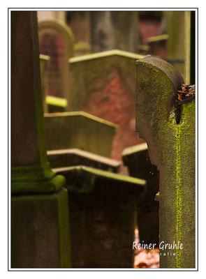 <b>Hohe Grabsteindichte</b><br> Alter Jüdischer Friedhof Frankfurt   ©Reiner Gruhle